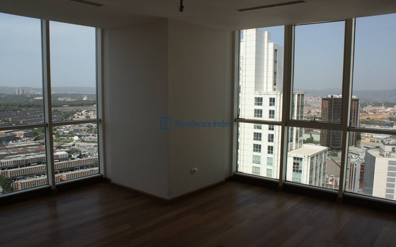 4 + 1 255 Square Meters High Floor